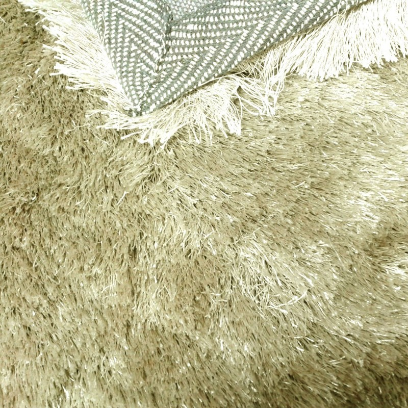 tapis shaggy taupe clair longues m ches. Black Bedroom Furniture Sets. Home Design Ideas